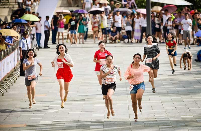 走秀网首届高跟鞋跑步比赛