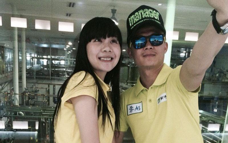 速度激情样样不少 与美女赛车手探访亚洲最大酸奶