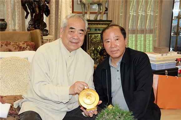 茅台集团董事长袁仁国为范曾先生祝寿