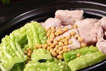 家常菜:苦瓜焖排骨的做法