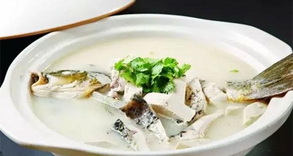 鲫鱼豆腐汤:鲫鱼和豆腐的绝妙搭配