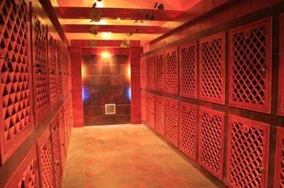 进过了不锈钢桶——橡木桶——红酒瓶等多道储藏工序